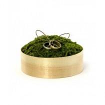 Caja de madera para anillos de boda con musgo