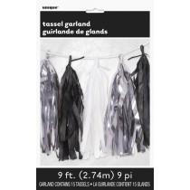 guirnalda de papel color plata, negro y blanco